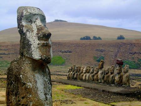 moai: Moai en Tonga Riki, isla de Pascua