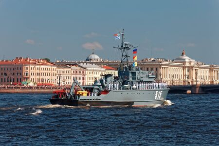 SAINT-PETERSBURG, RUSSIA - JULY 29, 2018: Warships and combat aircraft parade on the Neva river. Day of the Russian Navy 스톡 콘텐츠 - 136345058