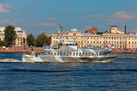 SAINT-PETERSBURG, RUSSIA - JULY 29, 2018: Warships and combat aircraft parade on the Neva river. Day of the Russian Navy 스톡 콘텐츠 - 136345066