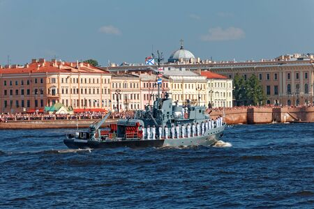 SAINT-PETERSBURG, RUSSIA - JULY 29, 2018: Warships and combat aircraft parade on the Neva river. Day of the Russian Navy 스톡 콘텐츠 - 136345067