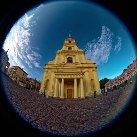 SAINT-PETERSBURG, RUSSIA - 15 AUGUST 2018: Peter and Paul cathedral iin Peter and Paul Fortress. Fish eye lens creating a circular super wide angle view. 스톡 콘텐츠 - 136345109