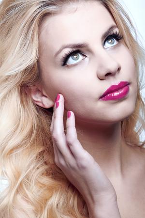 natural health and beauty: La belleza natural de la salud de un rostro de mujer