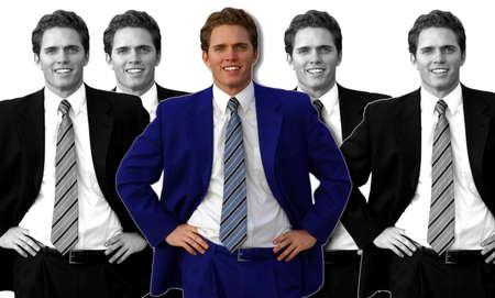varias fotos de un mismo hombre de negocios de la misma plantean con un hombre de negocios en el medio vestido con un traje azul, mientras que el resto son en blanco y negro  Foto de archivo - 2641706