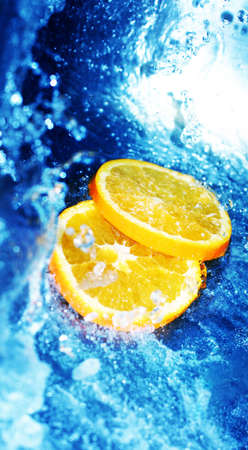 fortifying: Orange slices in rushing, clear water