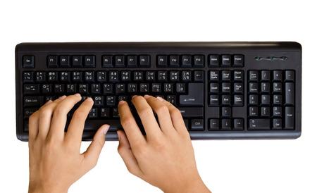 teclado de computadora: escribiendo en el teclado negro sobre fondo blanco