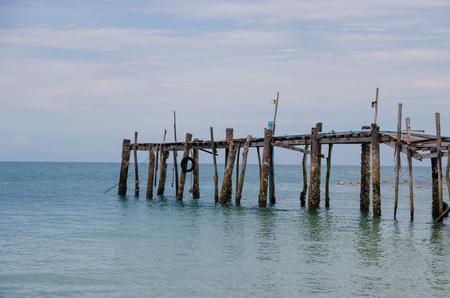 old bridge on sea Imagens
