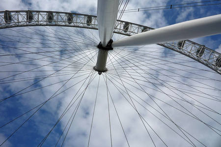 millennium wheel: View of the Millennium Wheel or London Eye from its base through the spokes to the sky