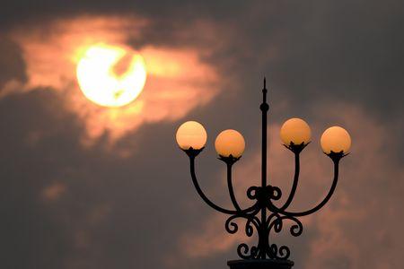 lamp post: lampada posta sul tramonto  Archivio Fotografico