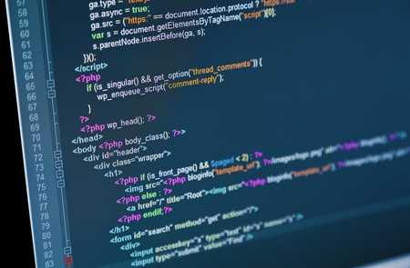 code computer: C�digo de la p�gina web que aparece en un monitor de ordenador Foto de archivo