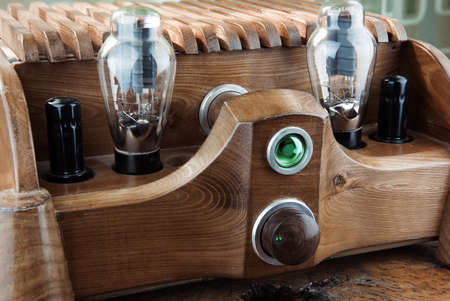 Natural wood tube amplifier