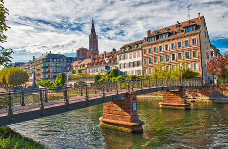 Traditional colorful houses in La Petite France, Strasbourg, France Standard-Bild - 115453363