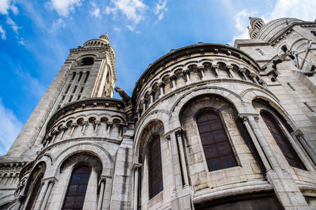 Sacre Coeur Cathedral on Montmartre Hill in Paris, France Standard-Bild - 115454018