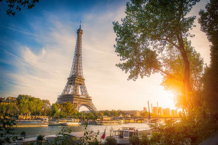Sunset view of Eiffel tower and Seine river in Paris, France. Architecture and landmarks of Paris. Postcard of Paris Zdjęcie Seryjne - 129626063