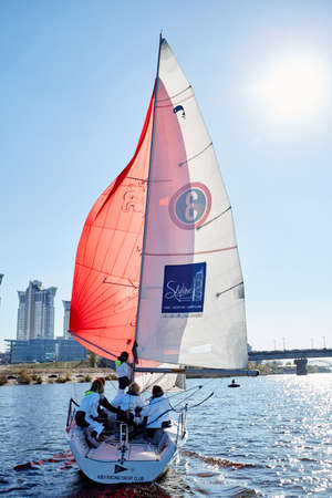 deportes nauticos: Kiev, Ukraine - September 30, 2016: Sailing yacht training day. Day before race on the Kiev reservoir or pond
