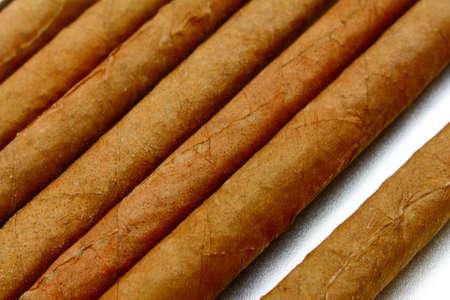 nahaufnahme: zigarren auf einem weissen hintergrund