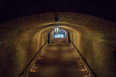 階段トンネル