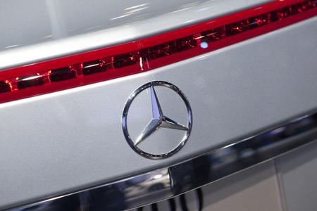 benz: Mercedes Benz Sign Close-Up