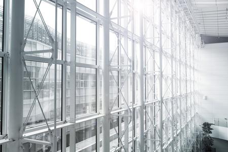 futuristische architectuur binnen de hedendaagse zakelijke hal,