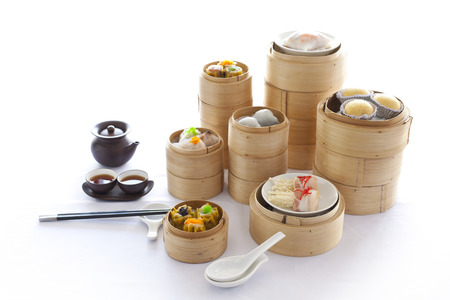 Yumcha, dim sum in piroscafo di bambù, cucina cinese Archivio Fotografico - 37451647