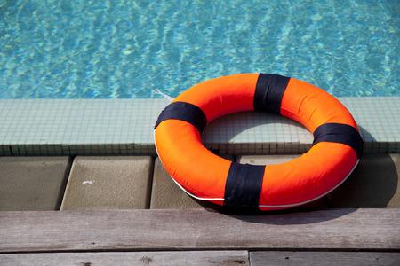 lifebelt bij het zwembad