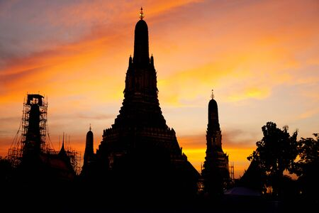 wat arun: Wat Arun in sunset