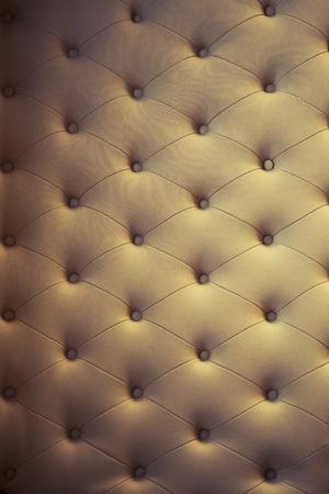 kanapa: brązowym tle tekstury z kanapy zatopionych przycisków. Zdjęcie Seryjne