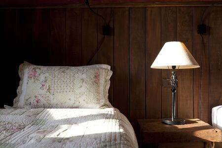 confortable: A rustic bedroom in a rural hotel