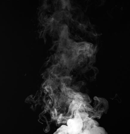 Rookfragmenten op een zwarte achtergrond Stockfoto