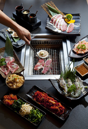 Set of beef and seafood for Yakiniku (Japanese Food) 免版税图像 - 54808733