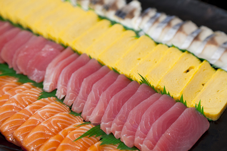 sashimi de poisson cru, nourriture japonaise.