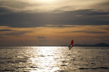 sun set sea