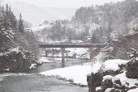 gokayama: Shogawa River Valley in the remote mountains at Shirakawa Stock Photo