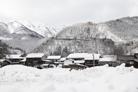 gassho zukuri: Shirakawago village with snow in winter