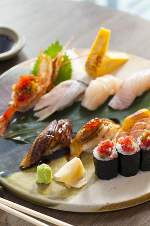 皿の上寿司盛り合わせ大皿 写真素材