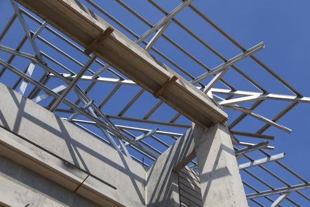 trave d'acciaio strutturale sul tetto dell'edificio edilizia residenziale