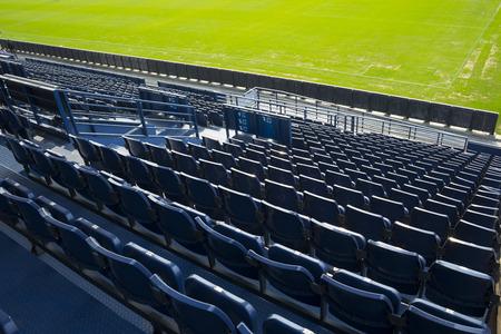 lege stoel in het stadion Redactioneel