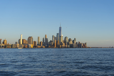Manhattan Skyline from New Jersey at twilight, New York,USA. 版權商用圖片 - 112659579