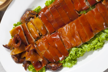 Delicious, Golden Roasted BBQ Suckling pig Cantonese Style. 版權商用圖片