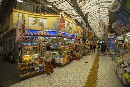 Unidentified people shopping at First Makishi Public Market in Naha, Okinawa, Japan Редакционное