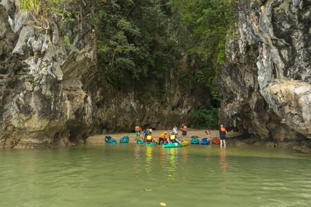 Group of tourist kayak at Ao tha lane, Krabi, Thailand 免版税图像