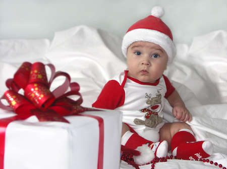 coif: picture of baby boy in diaper with big gift box