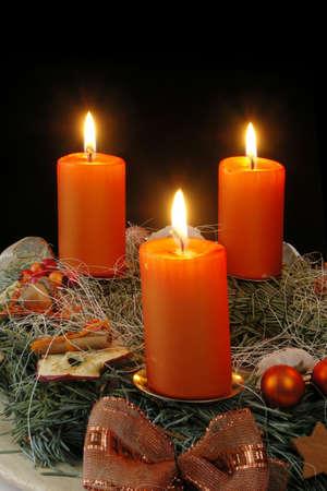 tenedores: Navidad - corona de ramas frescas y conos, con cuatro velas