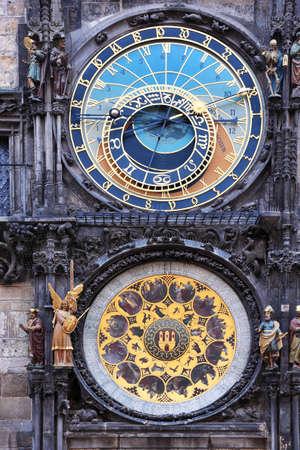 chronologie: Prague vieille horloge astronomique th�me astral complet