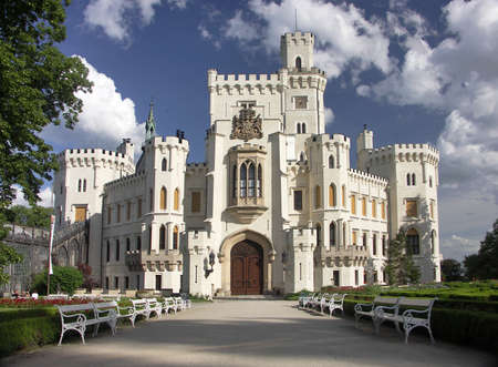 gothic castle: Rep�blica Checa - blanco Castillo Hluboka nad Vltavou Foto de archivo