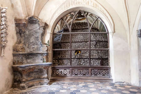 Tschechien - Stadt Kutná Hora - Kirche Sedlec - Beinhaus Standard-Bild - 23157028