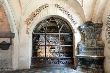Tschechische Republik - Stadt Kutna Hora - Sedlec Kirche - Beinhaus Standard-Bild - 24906059