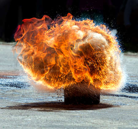 igniting: large fire explosion - attempt response to the hot oil and water