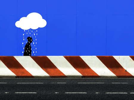 uomo sotto la pioggia: Sfortunato uomo che cammina per la strada