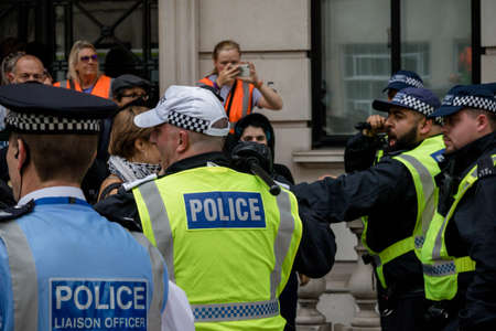 London, United Kingdom, August 3rd 2019:- Police scuffle with anti fascist demonstrators rallying in opposition to a rally by supporters of the former EDL leader Tommy Robinson Redakční