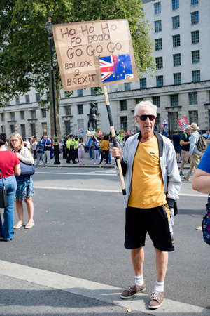 London, United Kingdom, August 31st 2019:- Protesters in Whitehall, Central London protesting Prime Minister Boris Johnson's plan to suspend Parliament for five weeks 新聞圖片